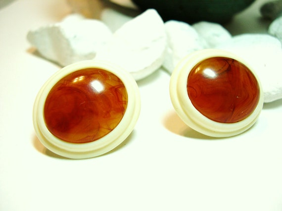 Vintage Clip Earrings Tortoise and Cream - Plastic Ovals -1970's