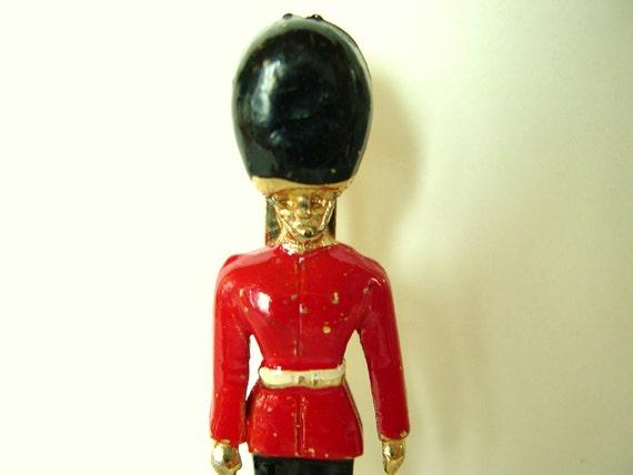 Vintage Enameled Buckingham Palace Guard Brooch - 1950's (39)