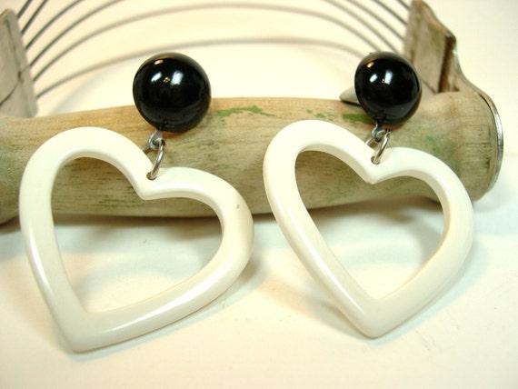 Vintage White Heart Pierced Earrings 1980's (128)