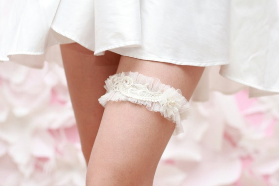 Wedding Garter - Soft Ivory / white English Netting, Lace and Pearl flower