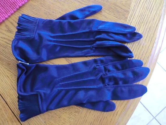 "Vintage-Navy Blue Gloves w/Pleated Cuffs-Never Worn-Superb ""Mad Men"" Accessory"