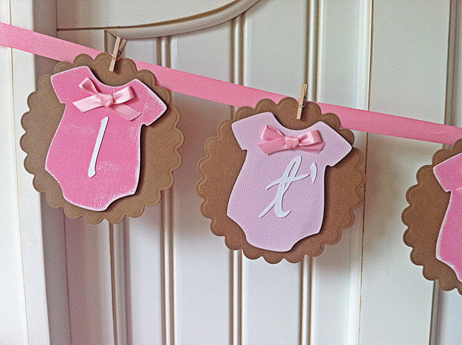 it 39 s a girl vintage style onesies baby shower banner free. Black Bedroom Furniture Sets. Home Design Ideas