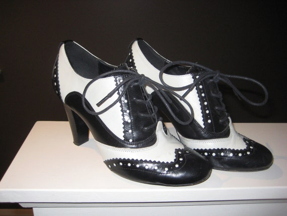 size 6 black and white high heel oxford lace up shoes
