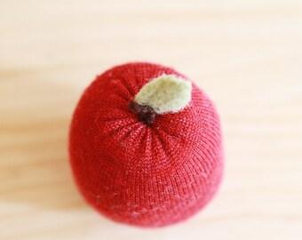 upcycled wool red apple - pomme rouge en laine récupéré