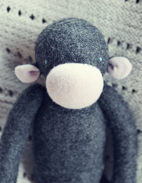 charcoal and pink upcycled wool monkey - singe de laine récupérée