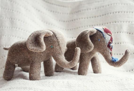 upcycled wool elephant plush - elephant de laine récupéré