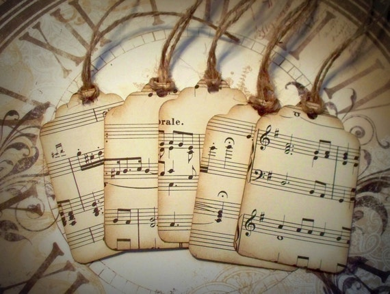 Set of 5 tags, kraft paper with vintage music paper.