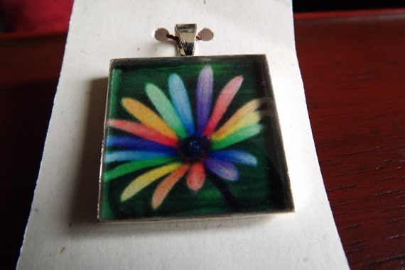 Clearance/1 Inch Resin Pendant/Rainbow Flower 5mm Deep
