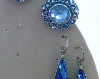 2 pairs of blue glass earrings