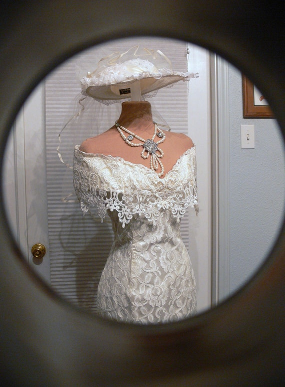 off the shoulders Wedding Dress with Pearls size 7-8 and hat veil