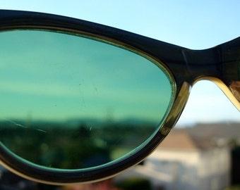Beautiful Vintage Cat Eye Sunglasses
