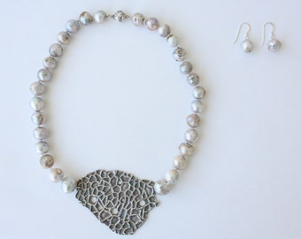 Baroque Necklace with Pearl Earrings