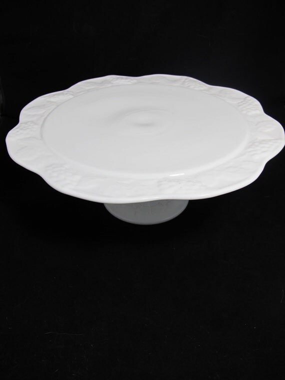 Vintage Scalloped Edge Mik Glass Cake Stand or Cake Plate on Pedestal - Wedding Decor