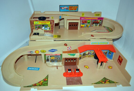 Hot Wheels Sto & Go Service Center, Vintage 1979, Fair condition Fun Set that folds up.