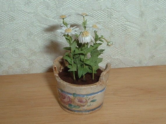 RESERVED FOR JESSIE - 1/12 pot of daisies