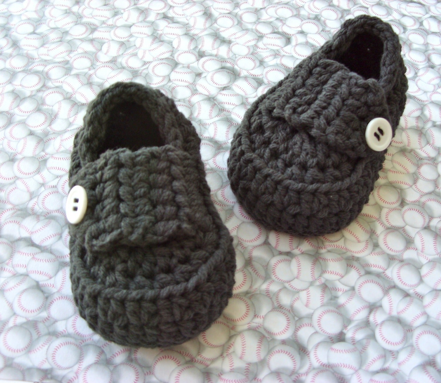 Baby sandals keep baby cool and eacvuazs.ga thong design or hook & loop tape closures makes putting them on a eacvuazs.gas are available at Kohl's in many fashionably functional styles. Give your little one a cool, retro style in baby Converse shoes.