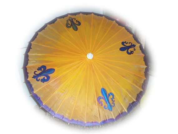 waterproof umbrella with Fleur de Lis  in blue purple on an orange yellow back ground eye popping  keep you dry 22 inches