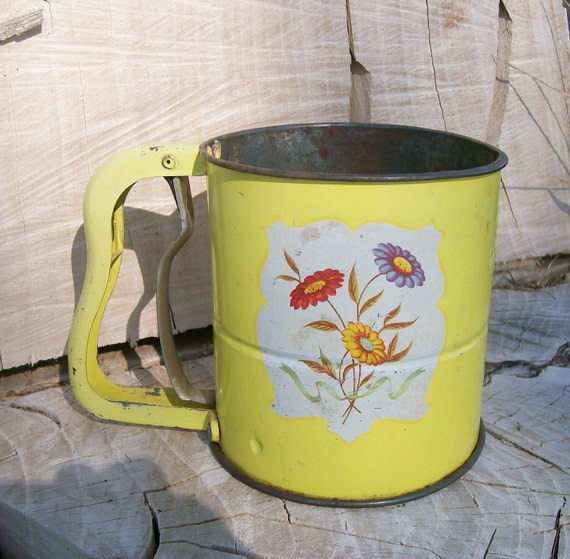 Yellow ANDROCK Hand-I-Sift Flour Sifter