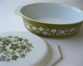 Pyrex Oval Casserole Dish - Sage Olive Green with Crazy Daisy Pattern - White Lid - 2.5 Quart