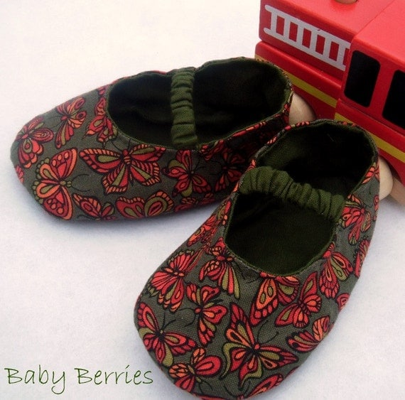 Baby Shoes, Butterflies, red, green, Hand stitched Baby shoes, Elastic, Mary Janes