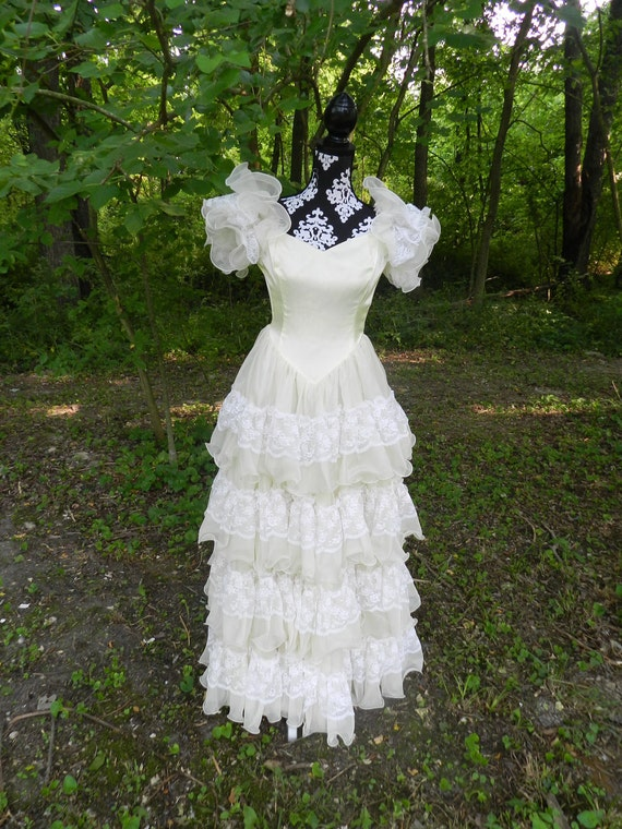 Vintage Bohemian Ivory and White Tiered Ruffled Full Length Formal Gown - Small
