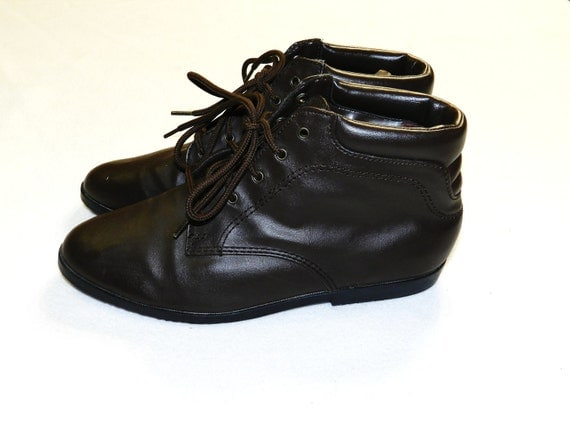 Vintage 1980s Brown Leather Lace up Ankle Pixie Boots Booties - Size 8