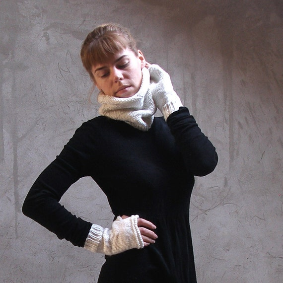 White chunky mittens and cowl luxury elegant set merino wool