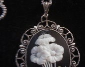 Flower cabochon in vintage silver settings