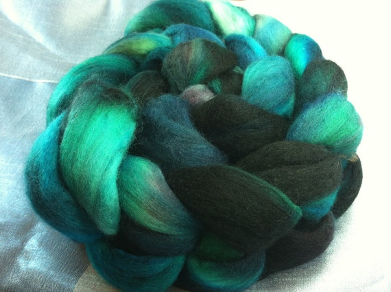Hand Dyed Merino Wool Roving Combed Top Spinning Fiber  -  4.7 oz - 19MM025