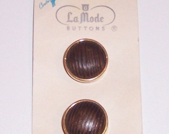 Vintage La Mode Faux Metal Gold  With Textured Wood Center Shank Button Set Of Two Size 7/8 Inch