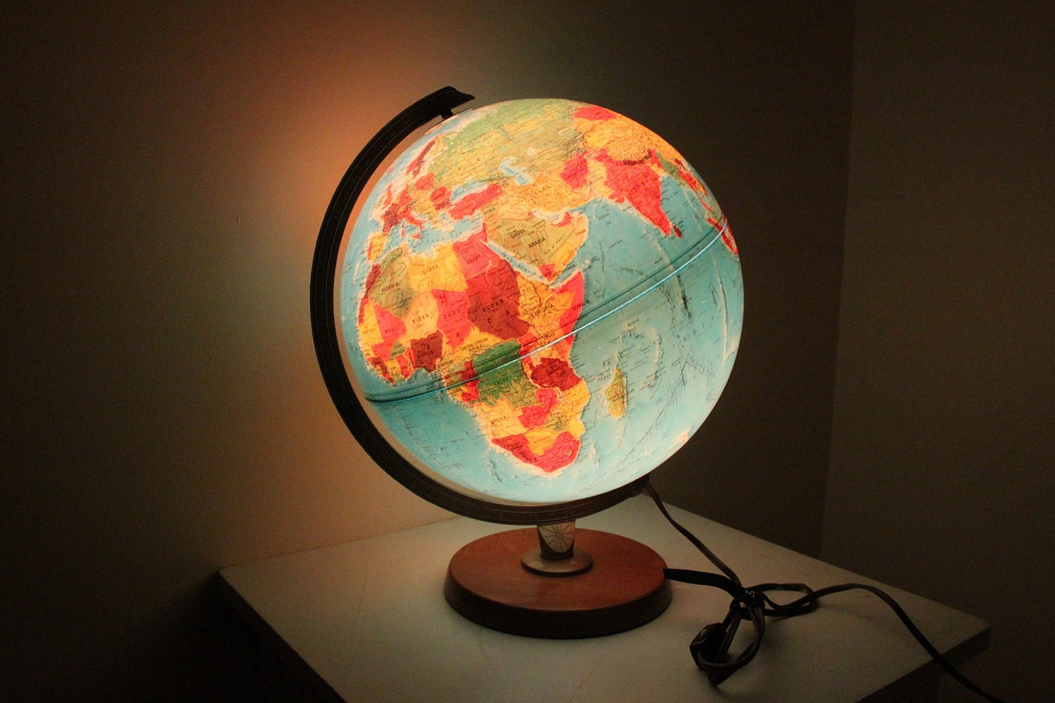 Vintage illuminate Globe Lamp By Replogle World Horizon Series
