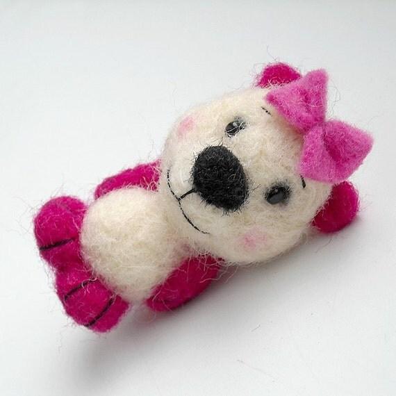 Orsi. Felt teddy bear brooch.