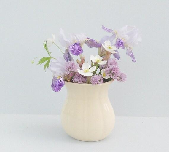 Minimalist Cottage Vase Mid Century Home Decor In Ivory Cream