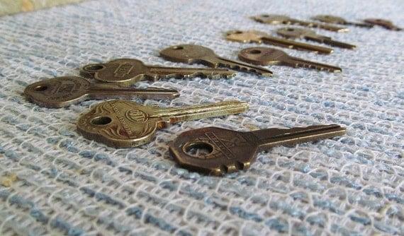 Reserved - Vintage Key lot Steampunk Jewelry Supplies 11 Keys