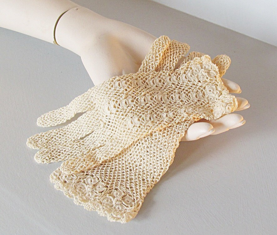 petite vintage lace gloves in antique white