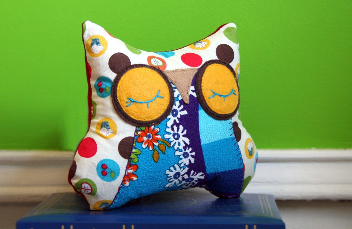 Animal Snuggle Pillows : Stuffed Owl Animal Pillow Sleepy Snuggle for your Modern Baby