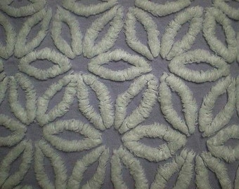 "Hofmann LAVENDER / Purple and WHITE DAISY Vintage Chenille Bedspread Fabric - 24"" X 24"""