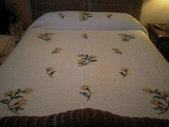 SALE - Chenille CHRYSANTHEMUMS on WHITE Matelasse Vintage Chenille Bedspread - Free Shipping