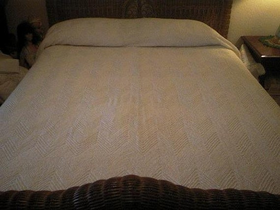 RESERVED - New Old Stock Cabin Craft ZIG ZAG Beautiful Vintage Chenille Bedspread - Free Shipping