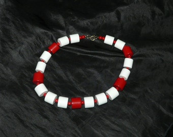 Vintage 60s Red White Plastic Beaded Necklace Chunky Jewelry Choker Style Beads Hippie Mod 1960s