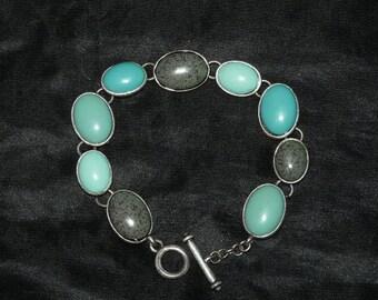 Vintage Spring Blue Robin Egg Bracelet Costume Jewelry Blue Green Speckle Silver Ovals Links