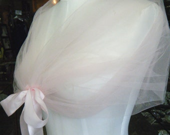 The romantic Pale Pink CLOUD WRAP, perfect to create that light and fun look for your wedding
