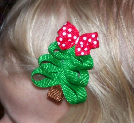 Items Similar To Christmas Tree With Red W/ White Dots Bow