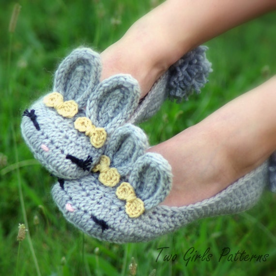 CROCHET PATTERN #212 - ADULT Bunny Slippers - Women's sizes 5 - 10 -  Instant Download - The Classic Year-Round Bunny House Slipper  kc550