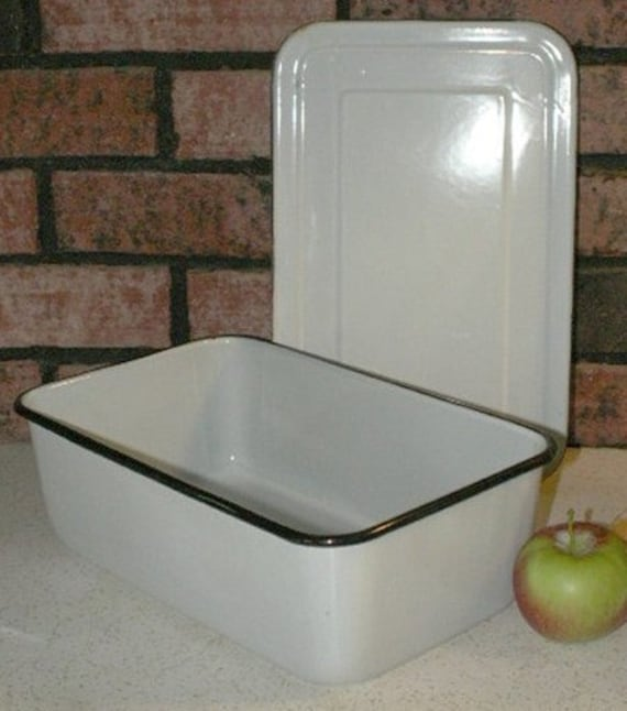 XL White Enamel Refrigerator Pan with Cover