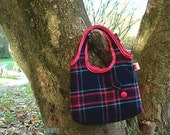 Handbag in checkered plaid wool and buttons. Blue