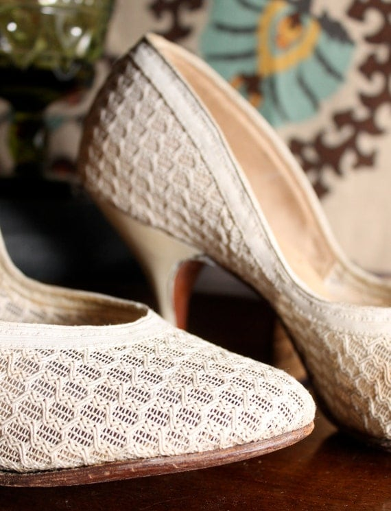1950s White Pumps - by Wing Step - Size 7 - 7.5