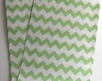 "Set of 20 Green and White Chevron Design Middy Bitty Bags (5"" x 7.5"")"
