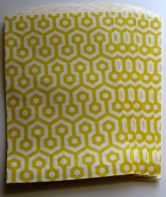 """Set of 20 Yellow and White Honeycomb Middy Bitty Bags (5"""" x 7.5"""")"""