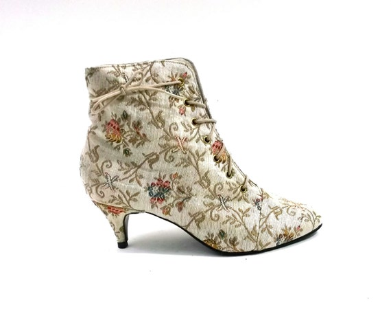 SALE // Tapestry Embroidered Brocade Granny Boots // Womens size 6 // nearly new vintage // rare